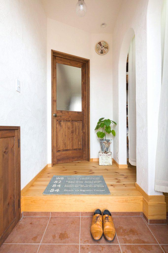 シューズクロークのあるシンプルな玄関