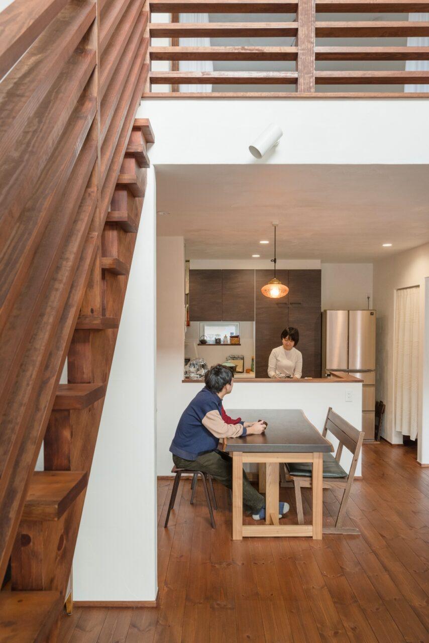 家族の会話が弾む対面式キッチン