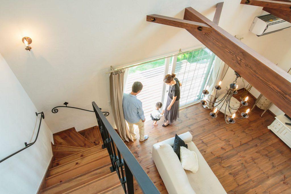 パインの床と漆喰の塗り壁が時とともに風合いを増していく