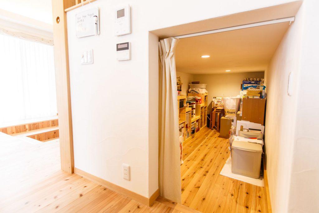 中二階の下には使い勝手のよい収納