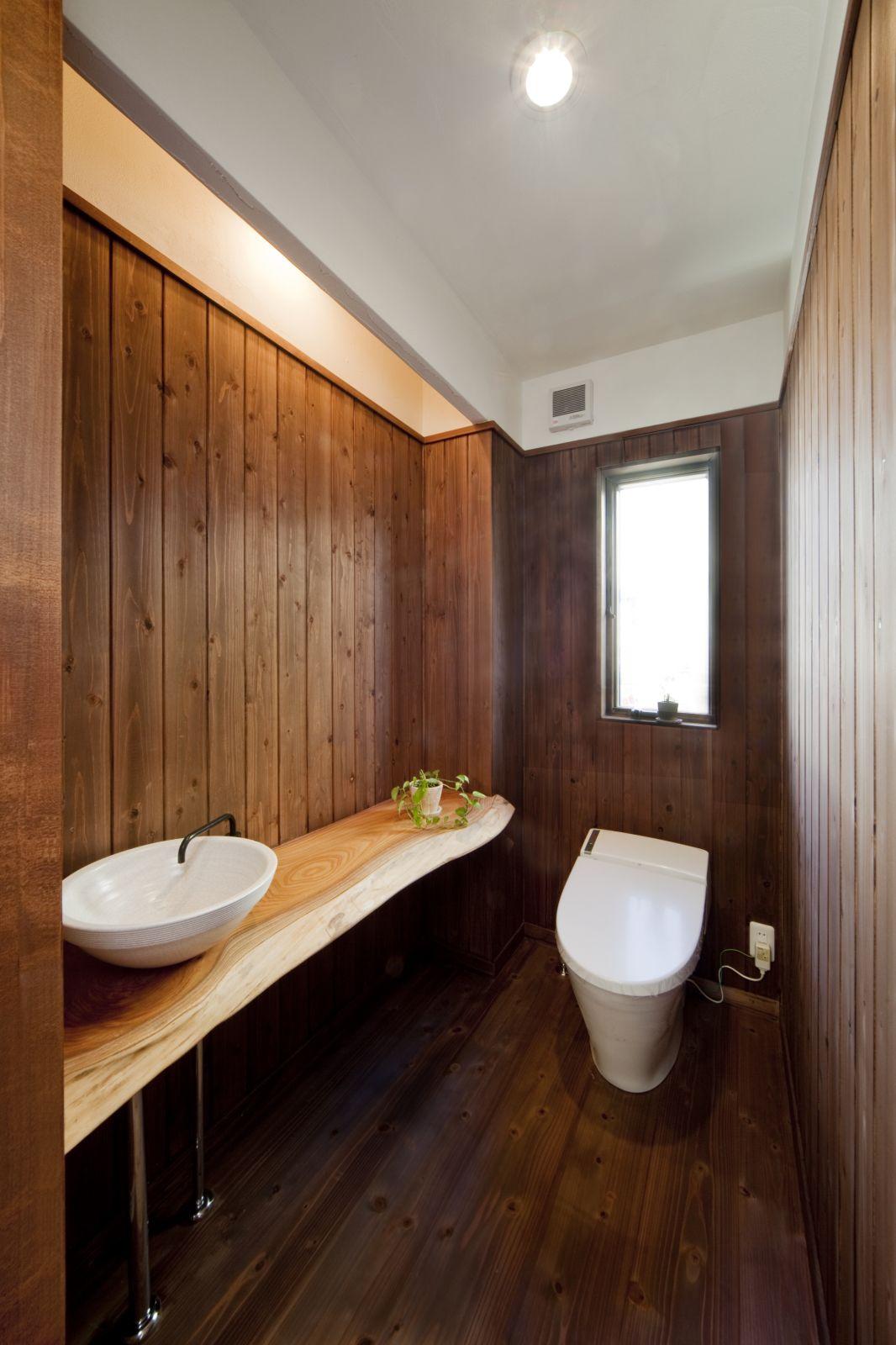 和の雰囲気を感じさせてくれるトイレ