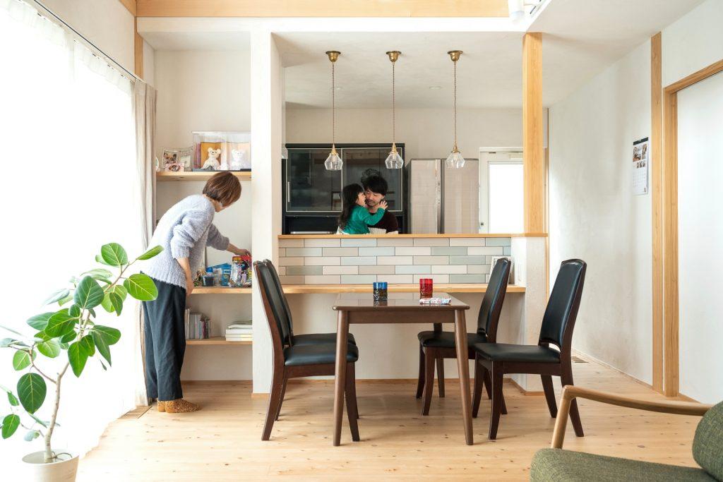 かわいいキッチンと使いやすいリビング収納