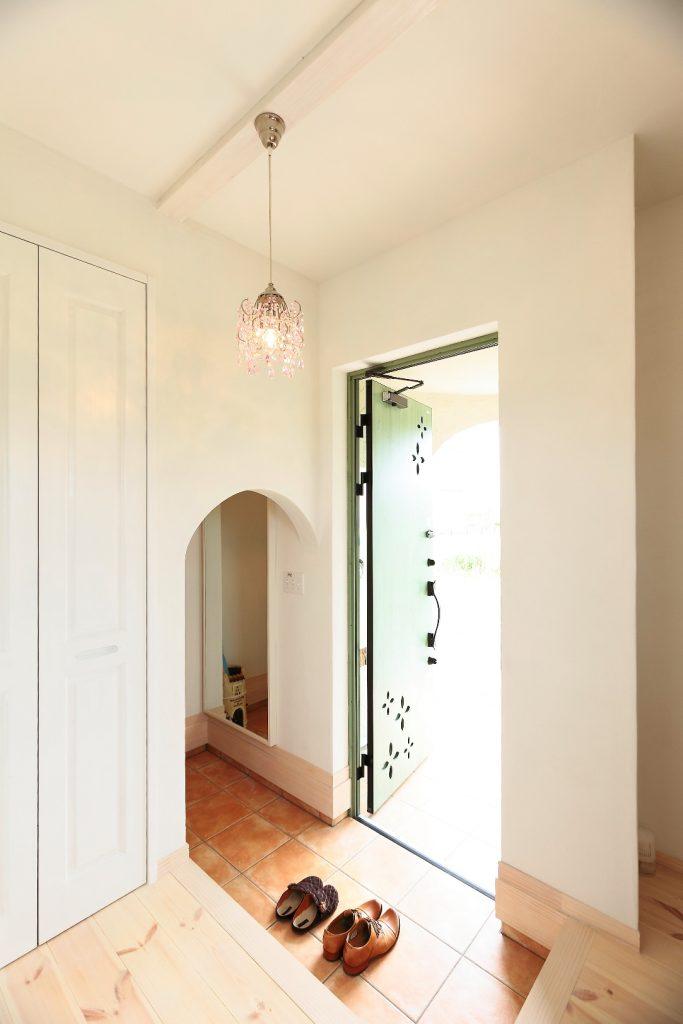 玄関横シューズクロークのおかげで、玄関はいつもすっきり。
