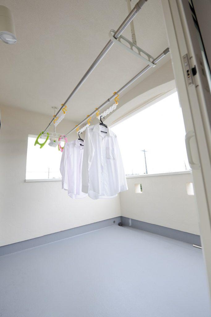 洗濯物もお布団も干しやすい、2.5坪の広いバルコニー
