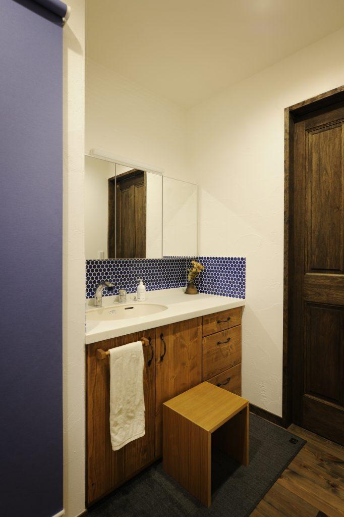 ミラー収納できれいに使える洗面台