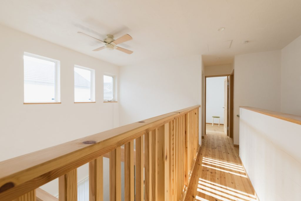明るい2階ホールは部屋干しにピッタリ