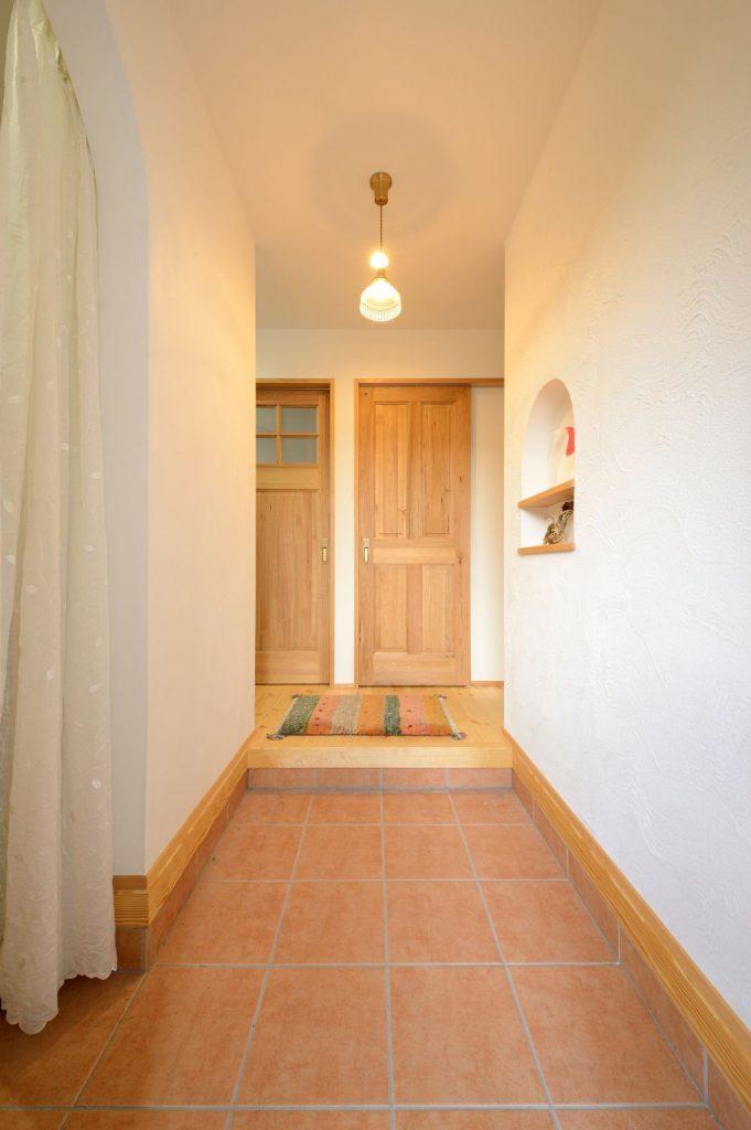 照明×ニッチ!かわいくてシンプルな玄関