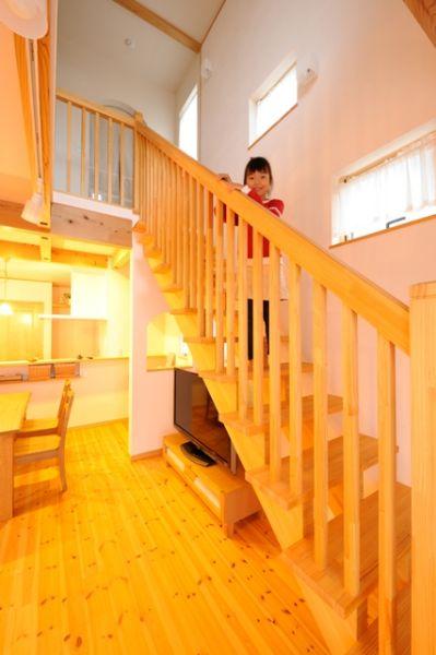 ストリップ階段で、開放的かつ、風通しも◎