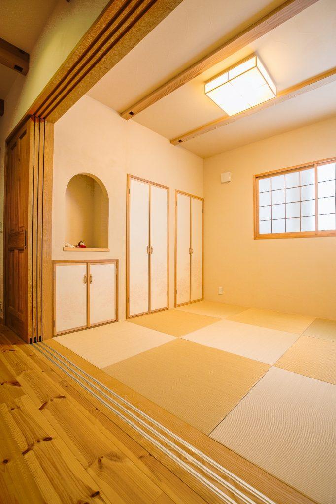 収納をたっぷり備えた和室