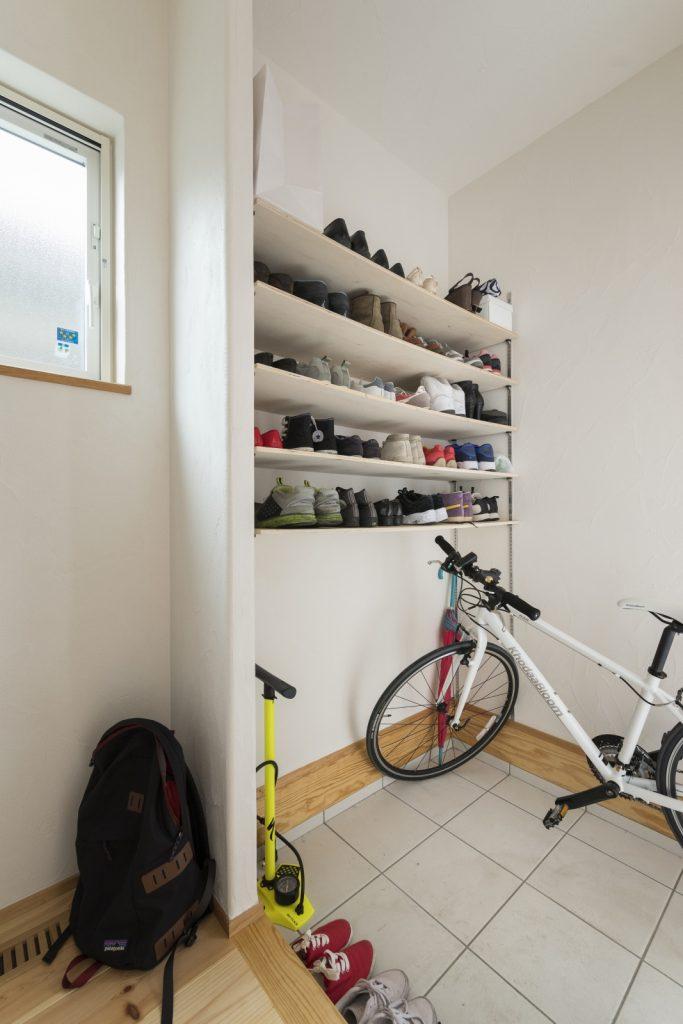 自転車も置けるシューズクローク