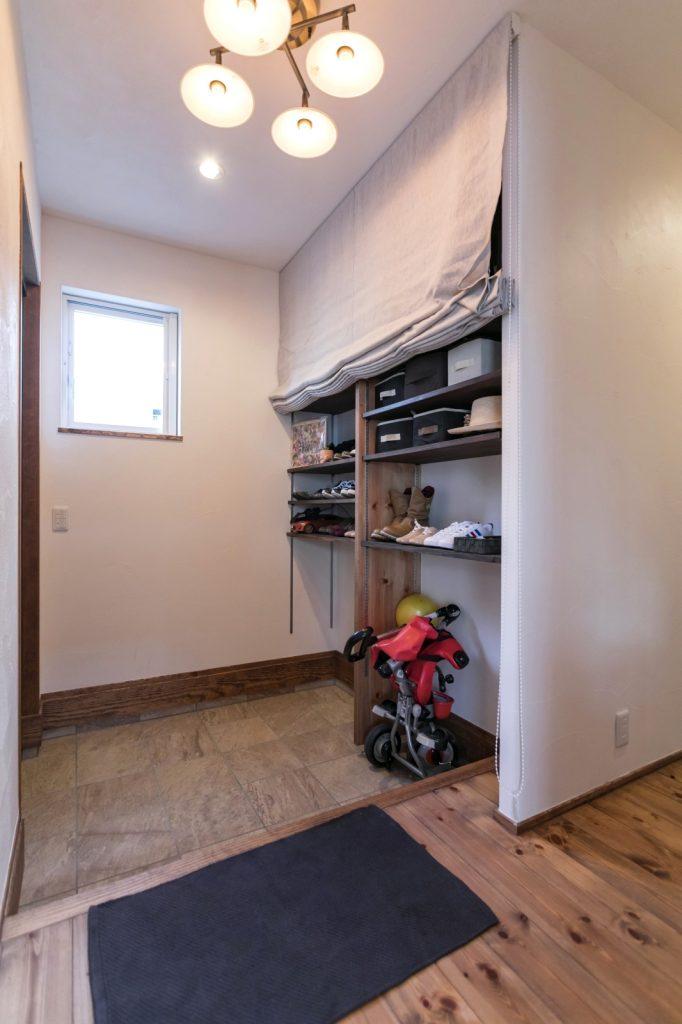 家族全員分の靴が収納できる玄関