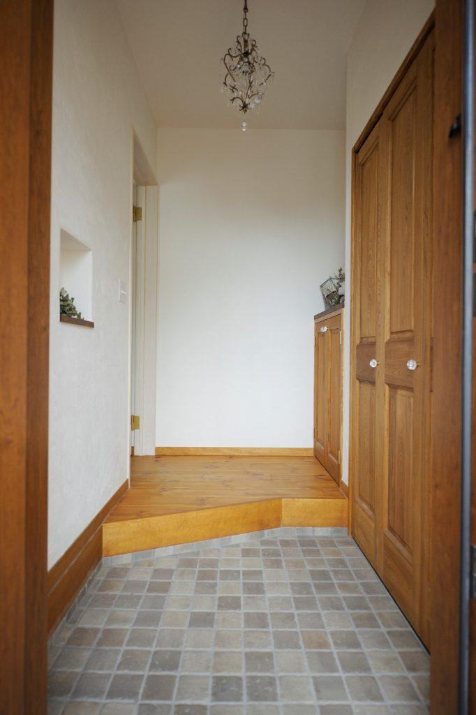 落ち着きと可愛さを感じる玄関スペース