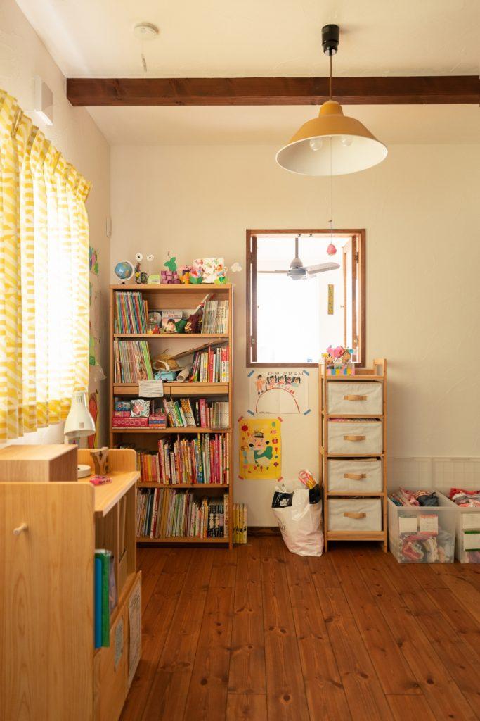 室内窓がかわいい子ども部屋