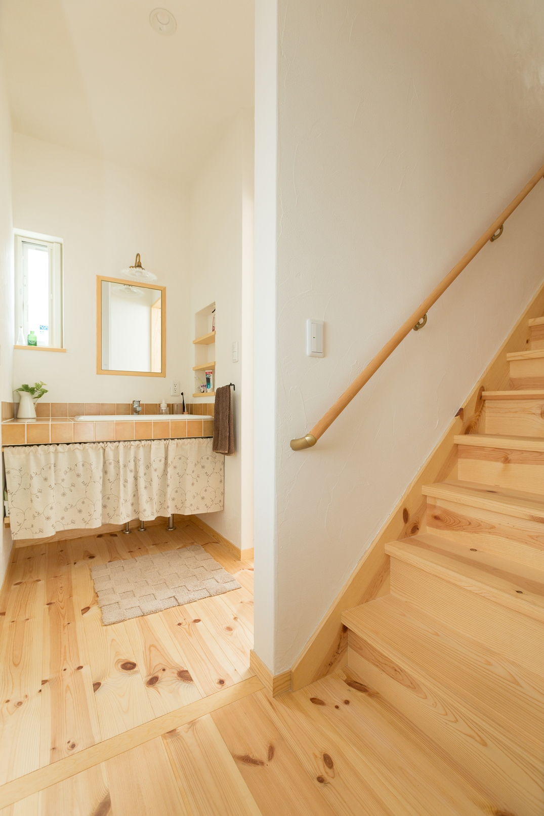 バルコニーまで最短距離で繋がる家事ラク階段