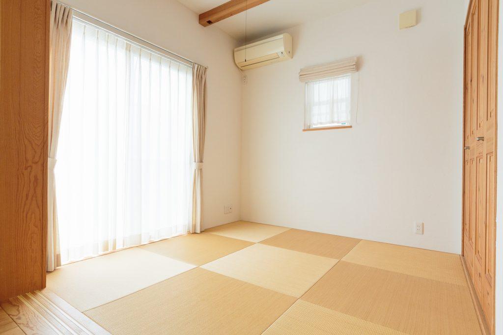 昼間はリビングの延長として、夜は寝室として使っているという和室