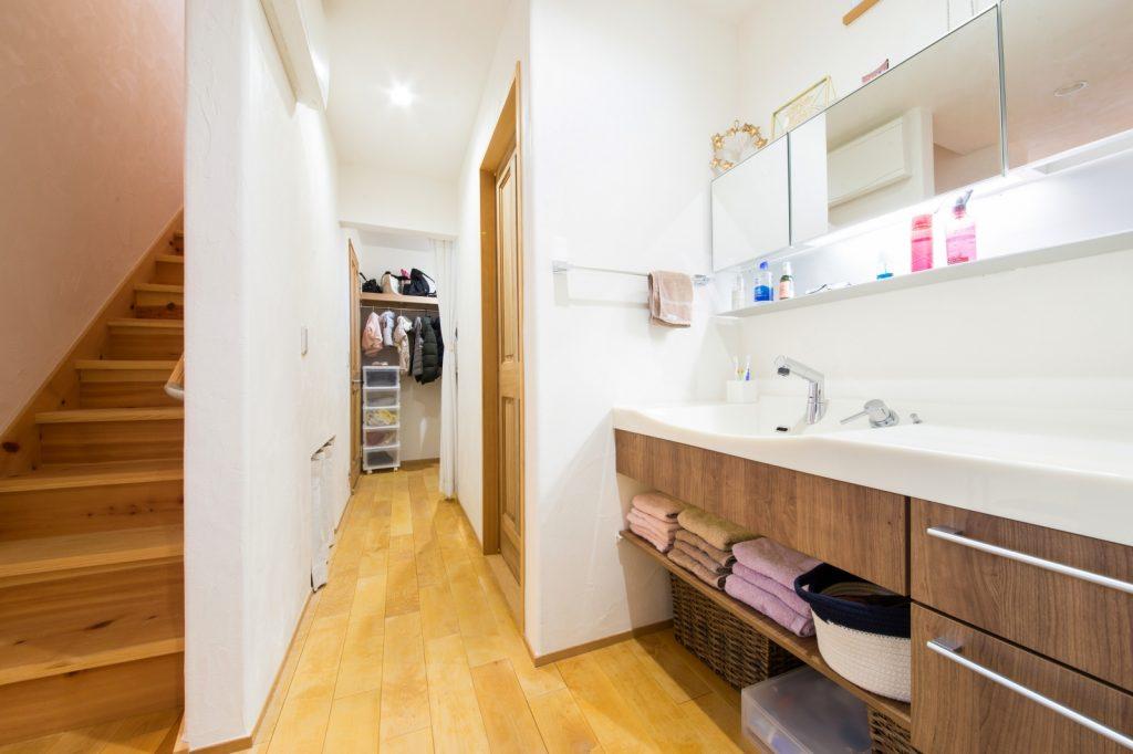 収納力もある、広々使いやすい洗面台