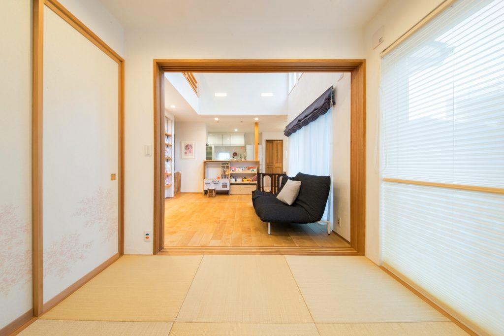 部屋干しもできる使いやすい間仕切りのある和室