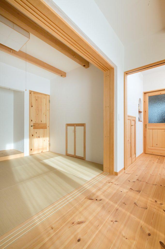 和室の小さな収納は階段下のスペースを有効活用!