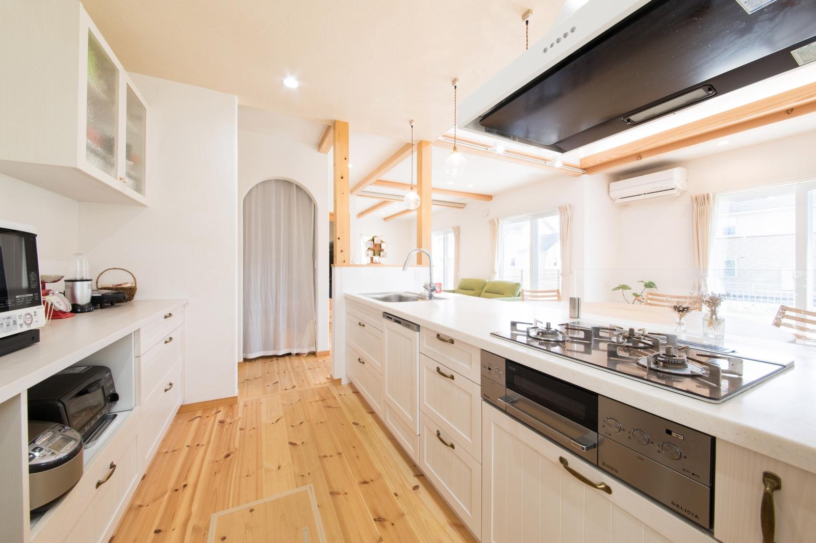 いつでもスッキリ!白で統一されたキッチン
