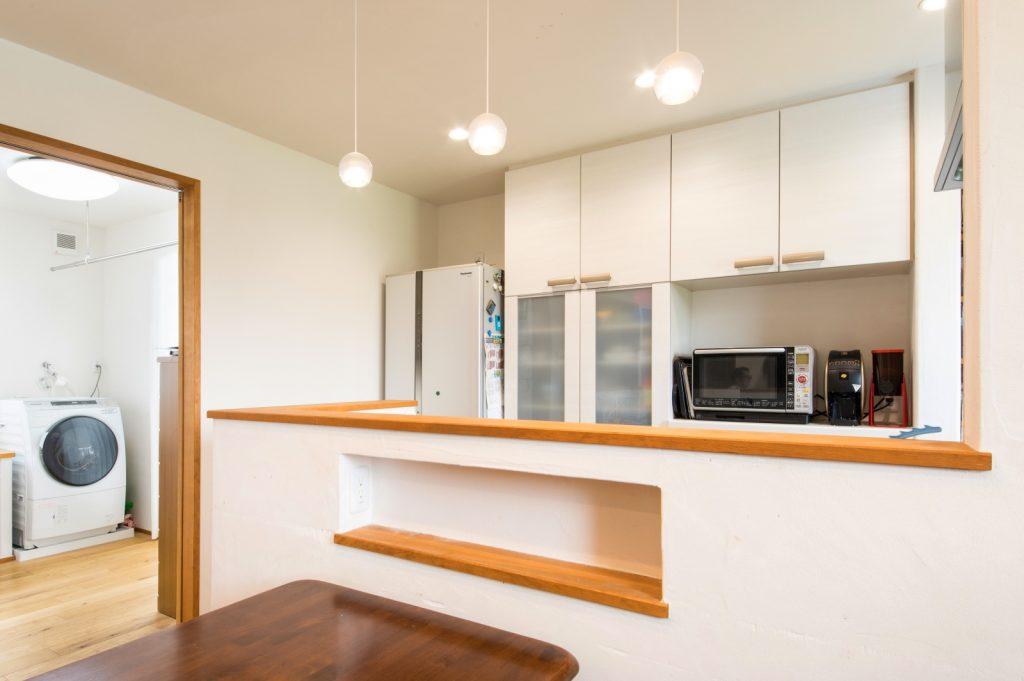 キッチンとランドリールームが隣り合わせの家事ラク動線
