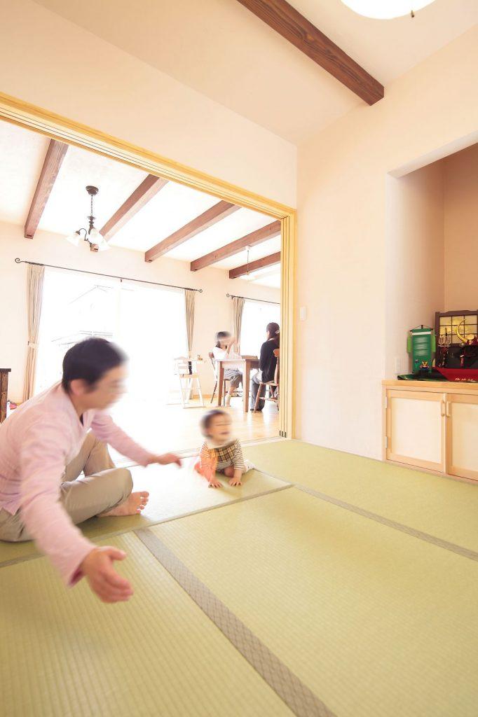 和室は多目的で使用可能。家族みんなでくつろぎの時間。