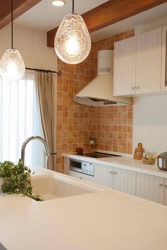 使い勝手の良い開放的なアイランドキッチン。