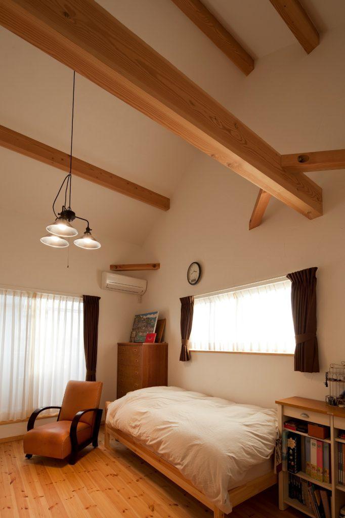 勾配天井にしたことで、より広く、より開放的な広々空間に。