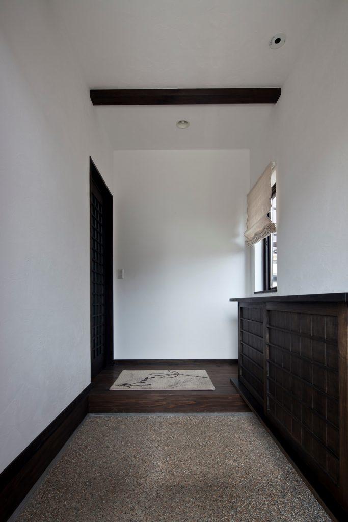 シンプルで落ち着いた玄関