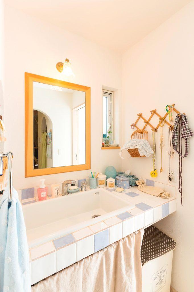 大きな洗面ボウルで使いやすい 家族用の洗面台