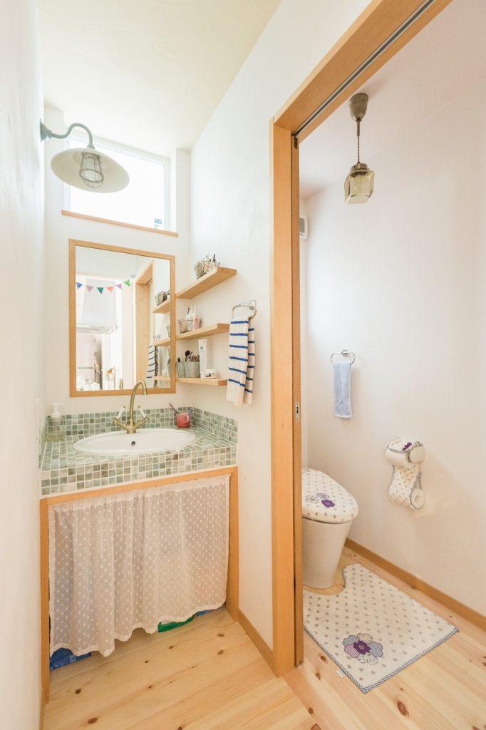 モザイクタイルが◎やさしい雰囲気の洗面所