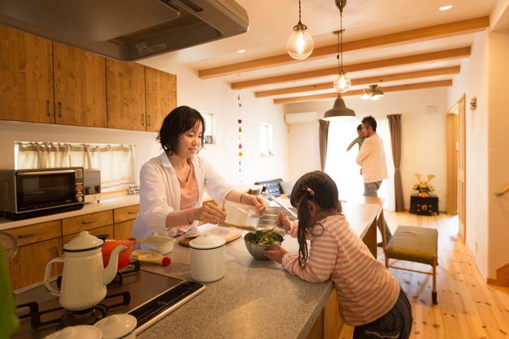 お料理を楽しみながら自然にお手伝いもできる環境