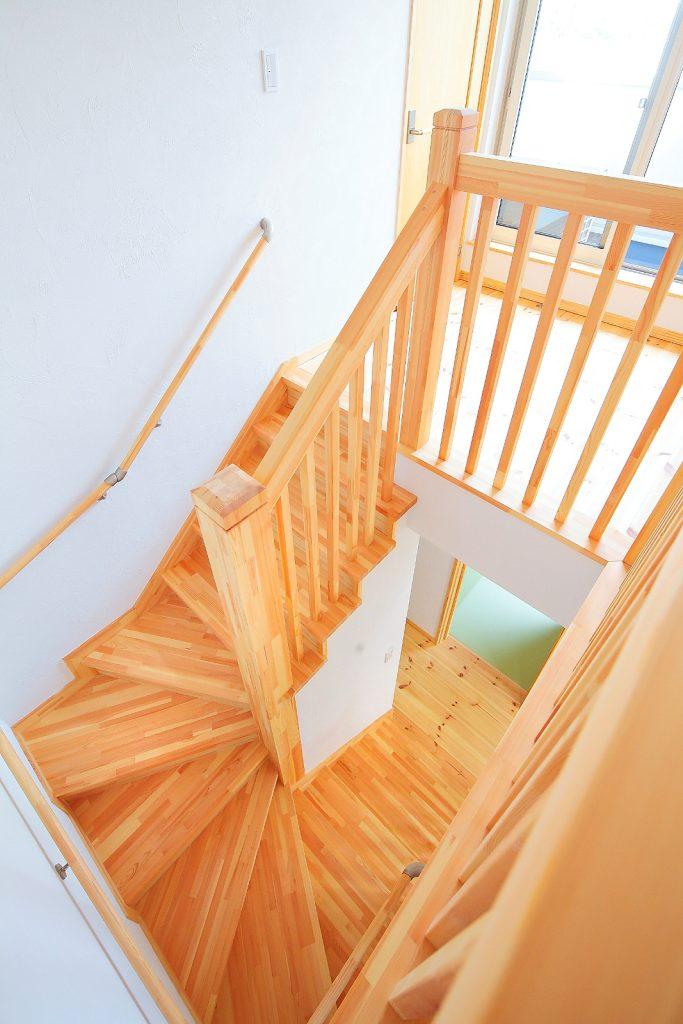 木目が美しい階段