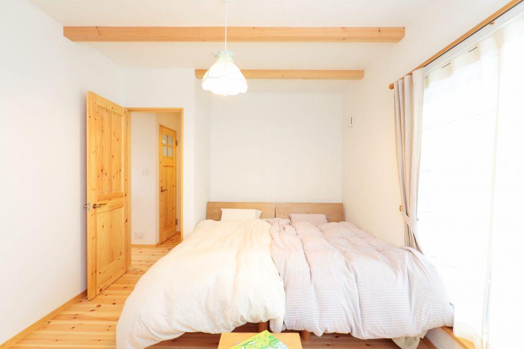 天然素材に囲まれた寝室