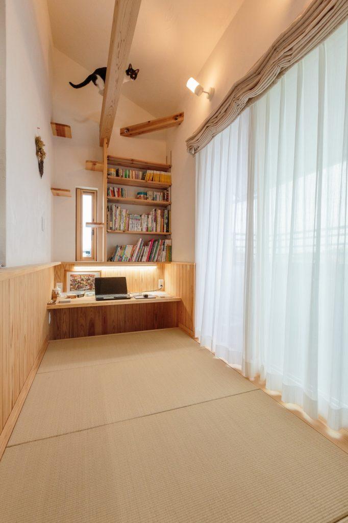 キッチン横の畳スペース