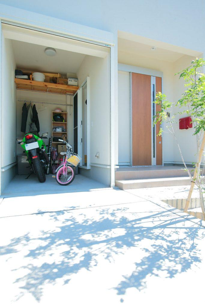 バイク用のインナーガレージはご主人のお気に入りの場所