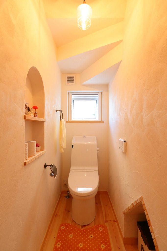 階段下のデットスペースを活かして造ったトイレ