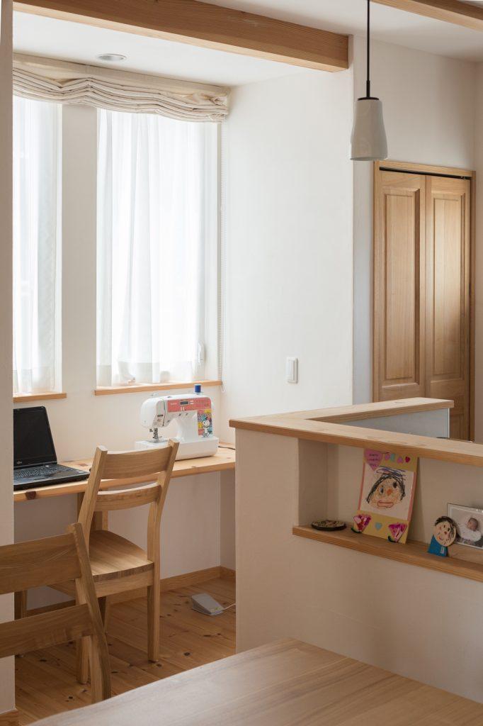 キッチンのすぐ横に設けたスタディカウンター