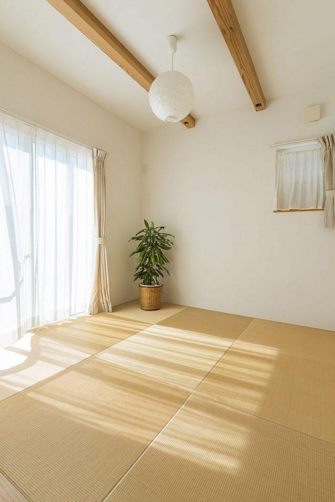 リビングの延長として使える、日当たり抜群の南向きの和室