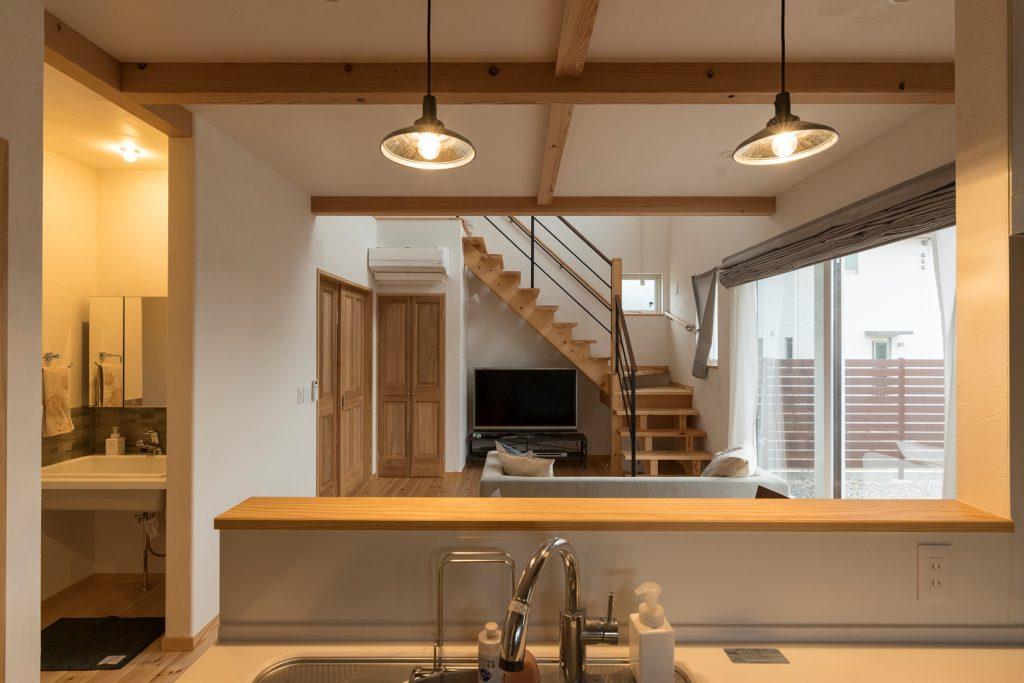 1階フロア全体に目が届く対面式キッチン