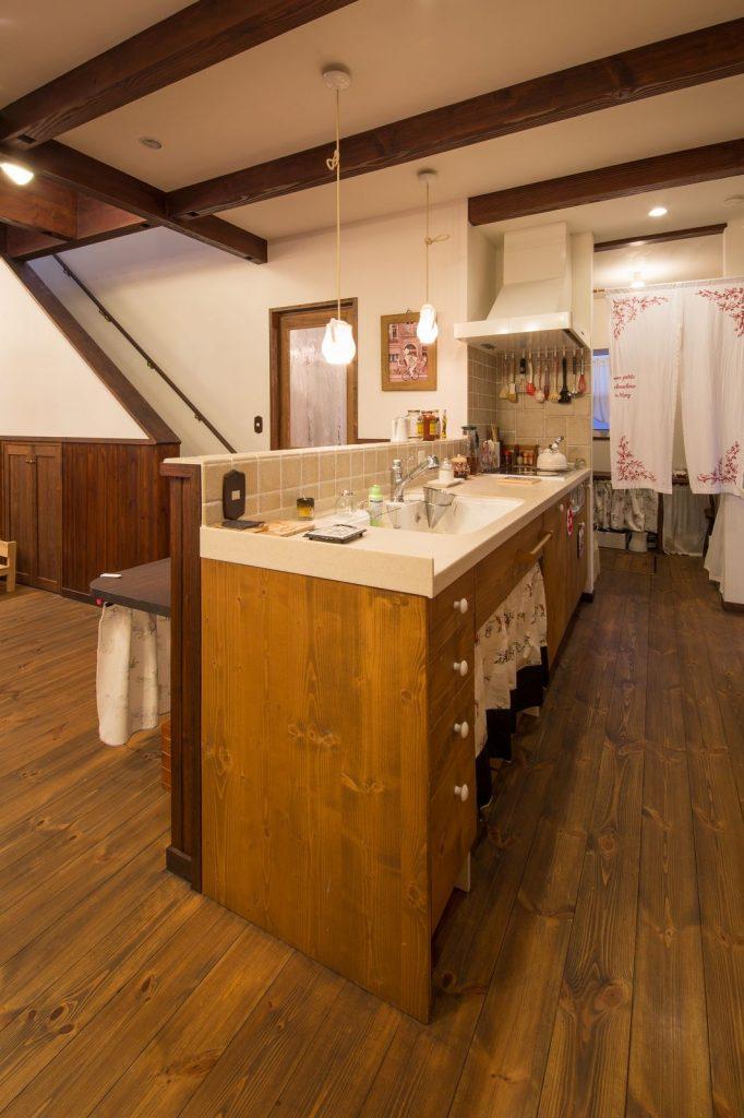 ゆとりある広さの対面型オーダーキッチン。ラジエントヒーターは ご飯も焼き芋もしっとり・ふっくら仕上がって◎