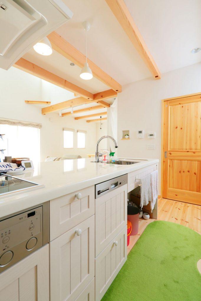 素朴な中に美しさを感じる北欧風のキッチンは奥様のこだわり