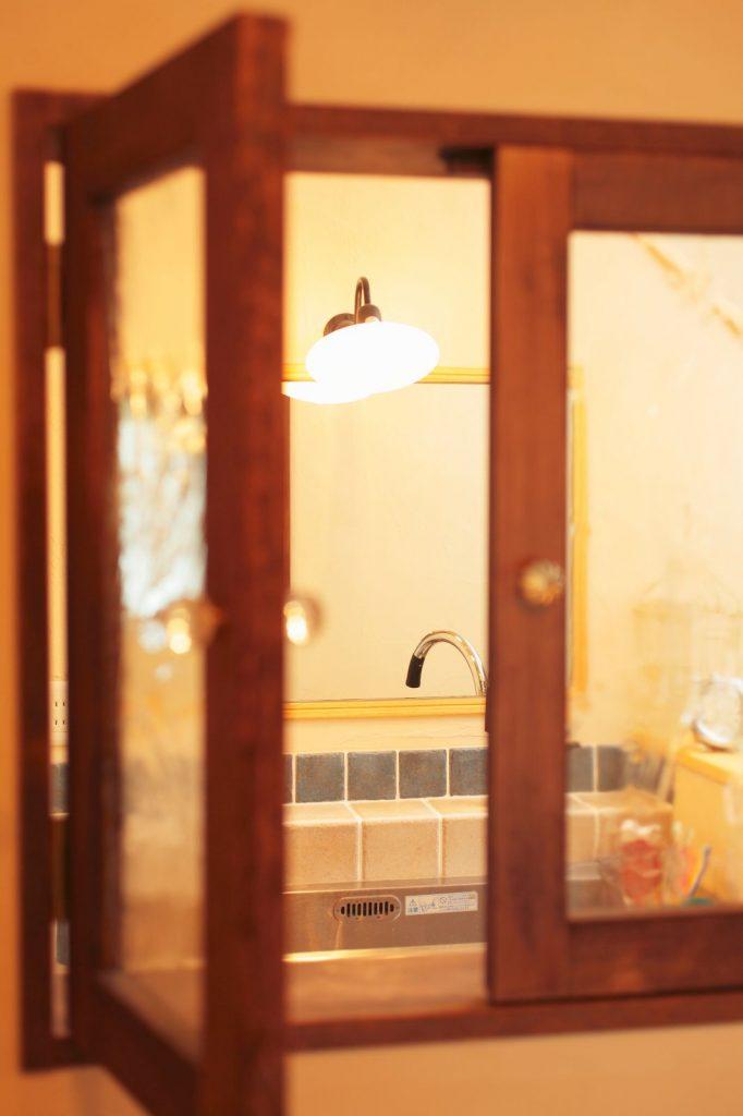 LDKと廊下の間に設けられた小窓もかわいらしい