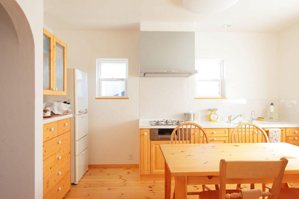 キッチンは奥様のご実家の間取りを真似て壁付にし、ダイニングスペースを広々確保