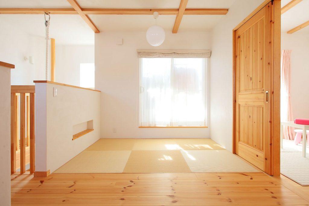 遊んだり寛いだりできる、畳のフリースペース