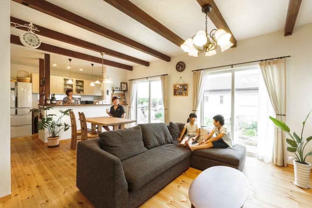 ヘアアーティスト夫婦の五感を癒す自然素材の家