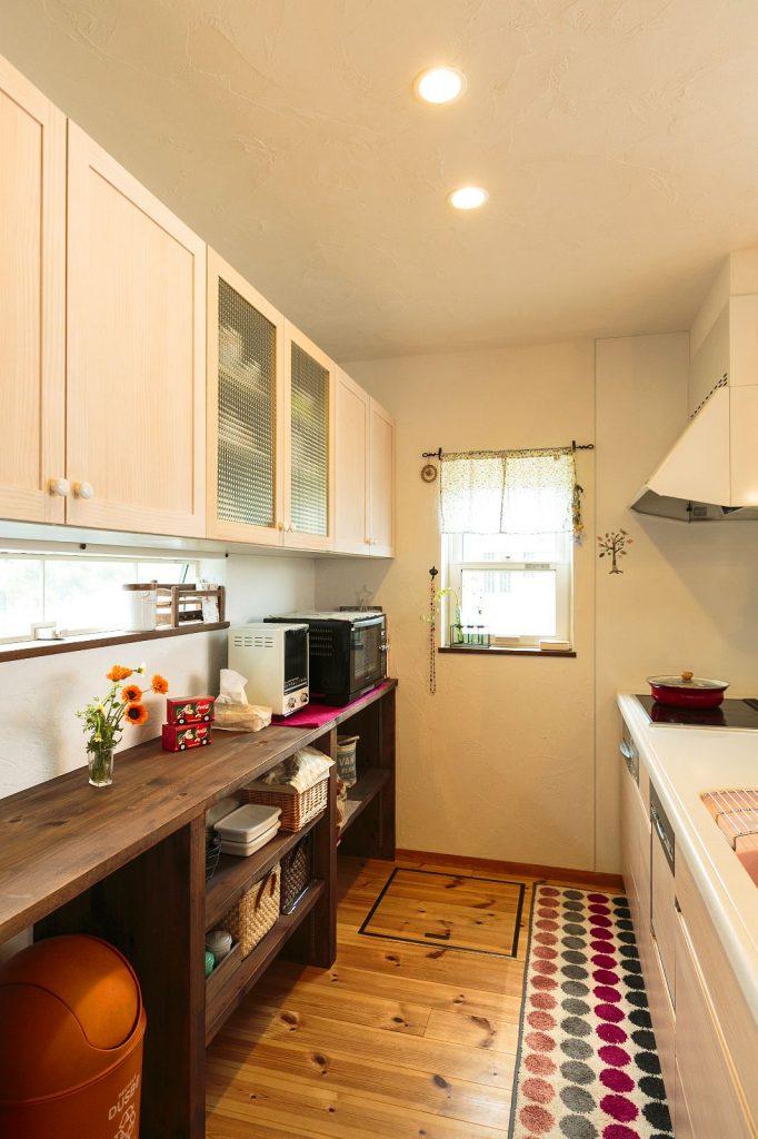 キッチンは、大人が数人入ってもストレスを感じないゆとりの広さを実現