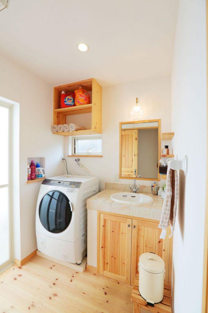 オリジナル洗面台もシンプルながらこだわりが詰まっている