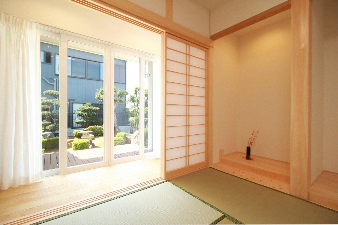 新築住宅完成見学会の漆喰と無垢材で仕上げた和室