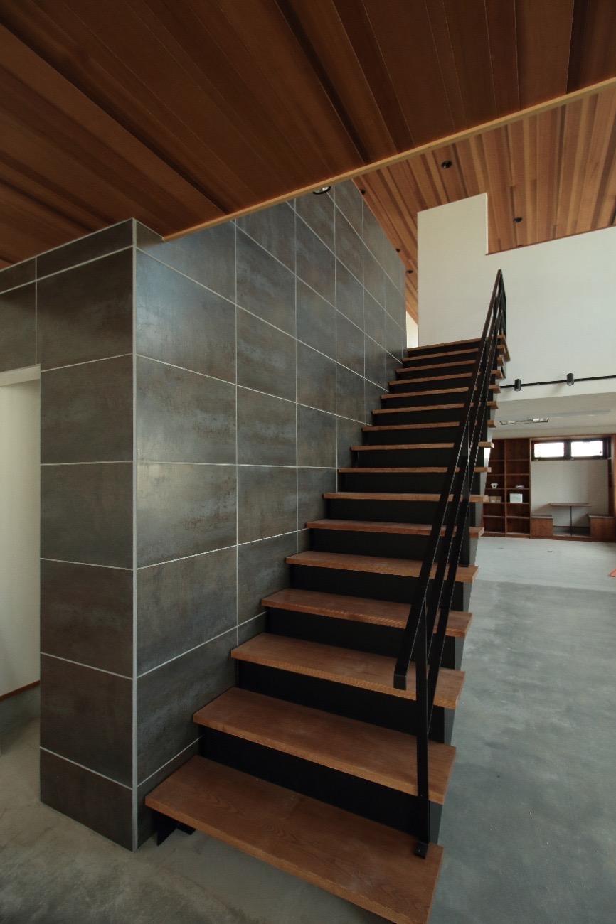事務所棟の階段