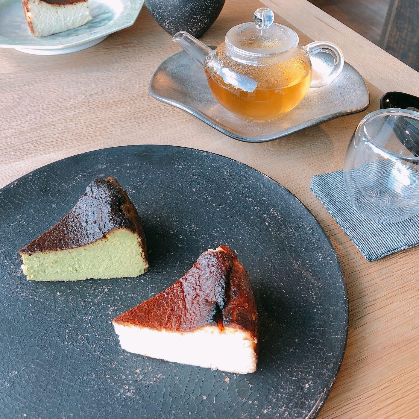 バスクチーズケーキとブレンドティー